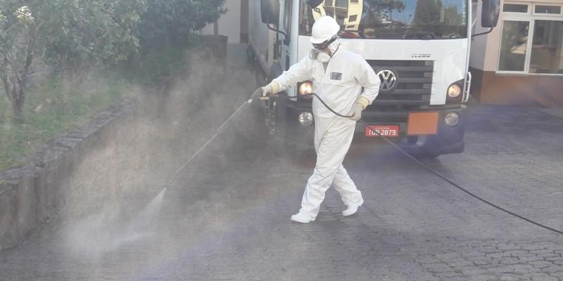 Canela realiza higienização de locais no combate ao coronavírus