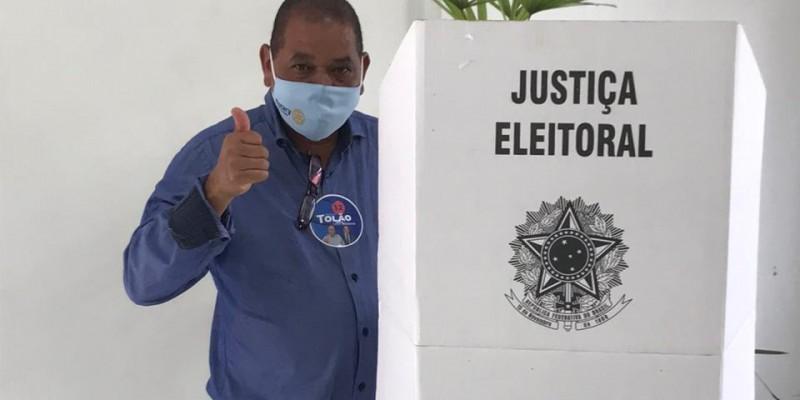 Candidato Josemar vota na Câmara de Vereadores