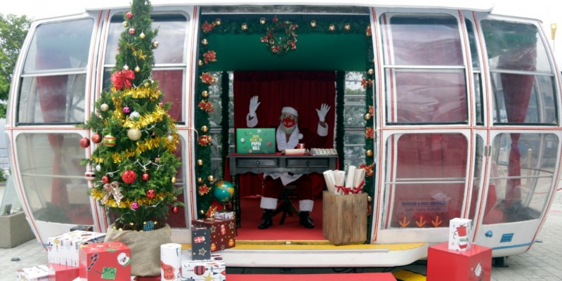 Papai Noel de Canela chega de rapel ao Bondinho Pão de Açúcar