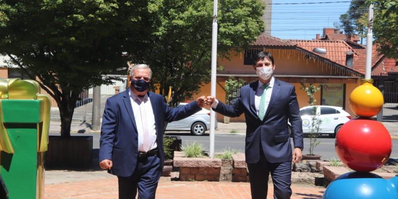 Constantino Orsolin e Gilberto  Cezar são reconduzidos aos cargos
