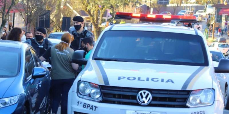BM prende homem por maus tratos contra cachorro em Gramado