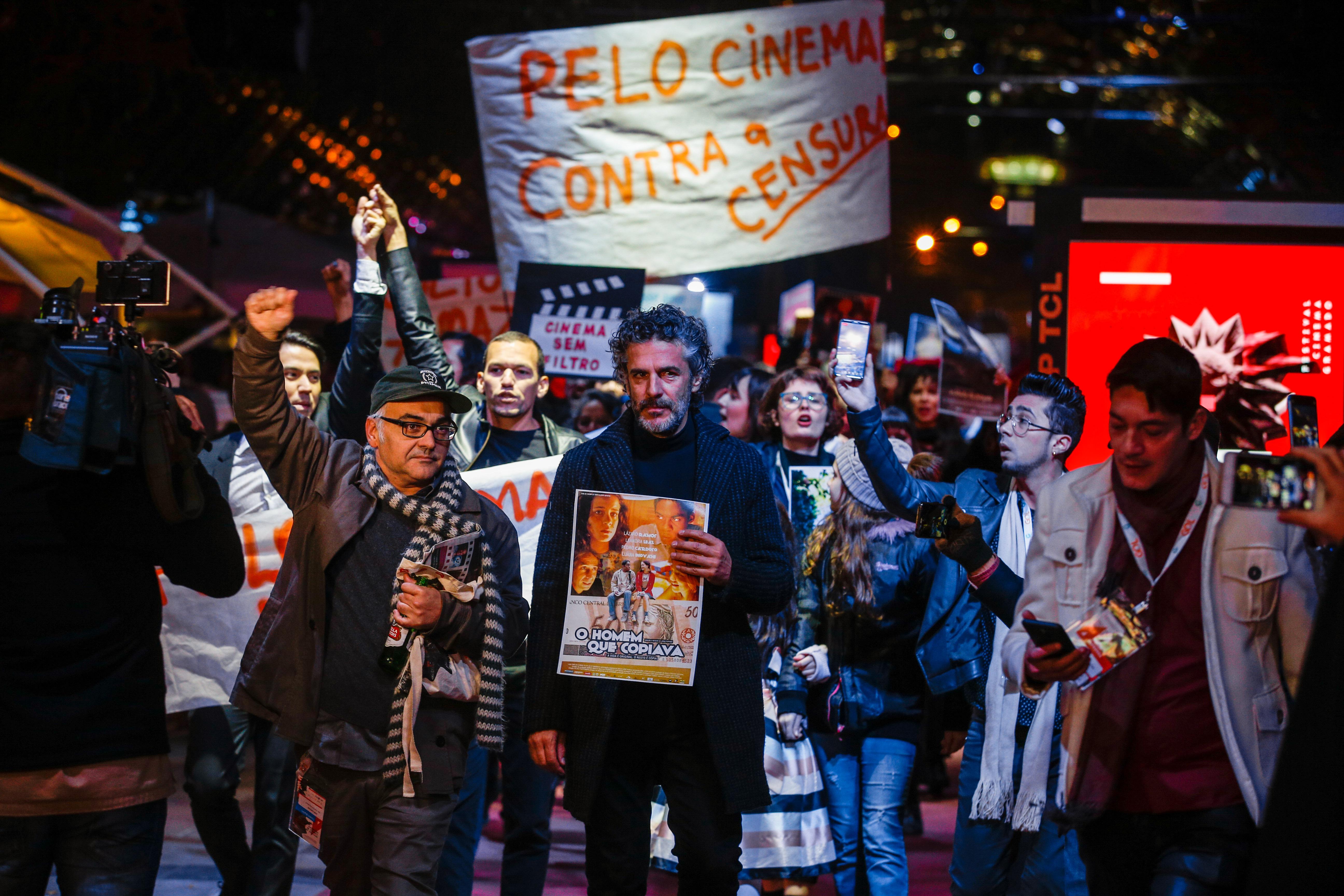 PROTESTO DE ARTISTAS NO FESTIVAL DE CINEMA É MARCADO POR INSULTOS