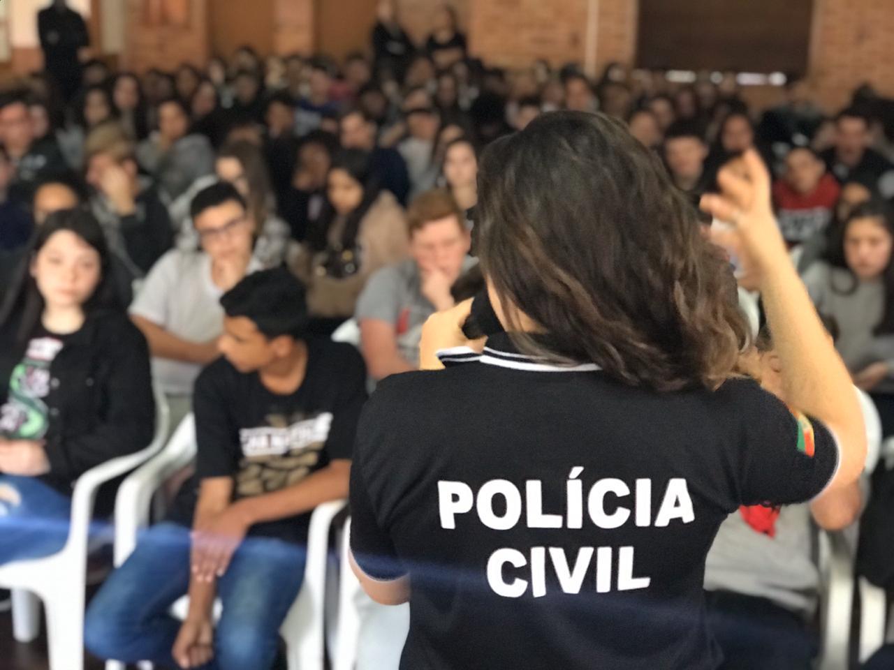 POLÍCIA CIVIL REALIZA ATIVIDADES DE PREVENÇÃO EM ESCOLA