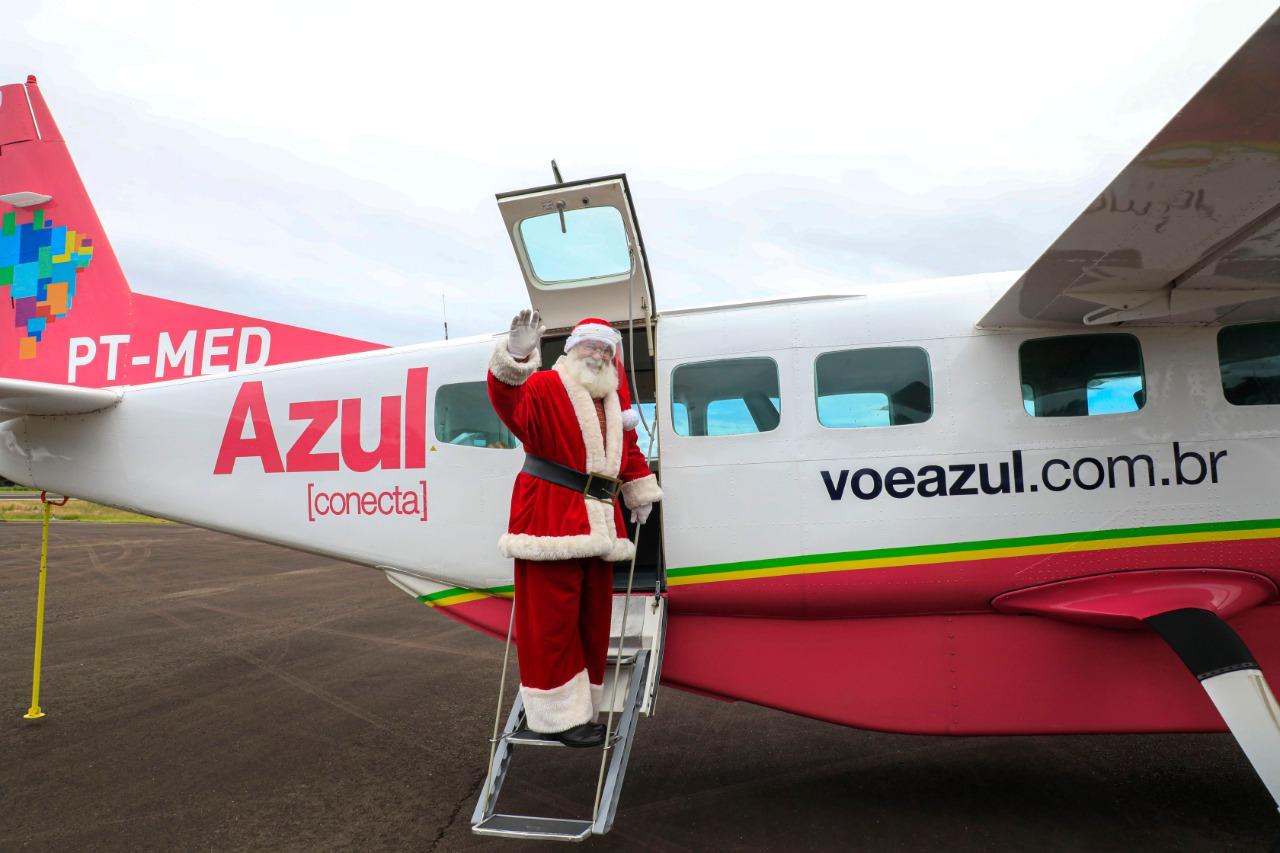 Papai Noel recebe primeiro voo da Azul Linhas Aéreas em Canela