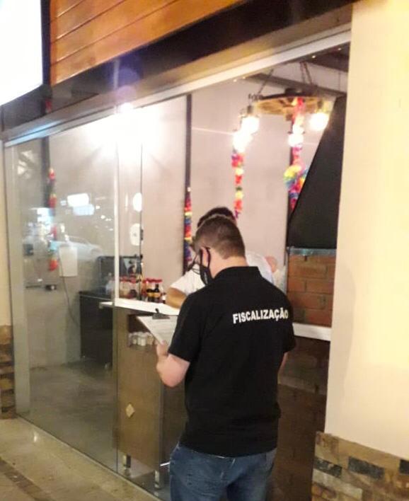 Dep. de Fiscalização notificou e orientou estabelecimentos durante o final de semana